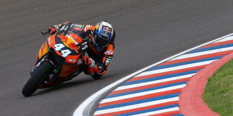 Moto2. Oliveira consigue la primera Pole para él y KTM