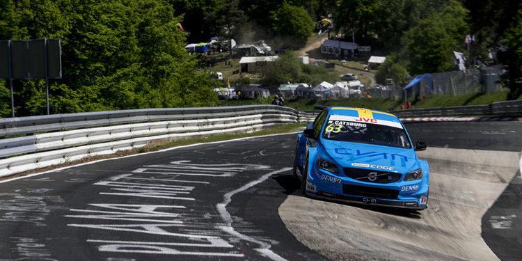 Nürburgring se convierte en el 'Infierno Azul' que hunde a Tiago Monteiro