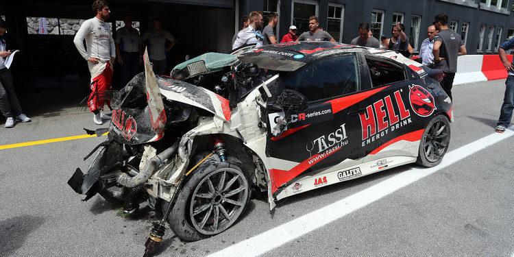El increíble accidente de Attila Tassi acaba con su coche destrozado y él ileso