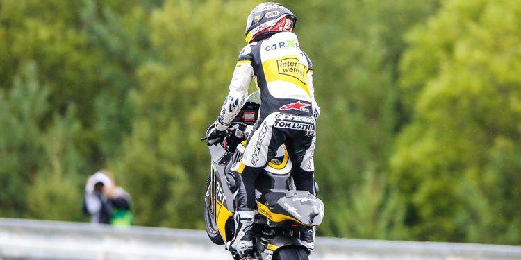 Thomas Lüthi hace de las suyas en Brno