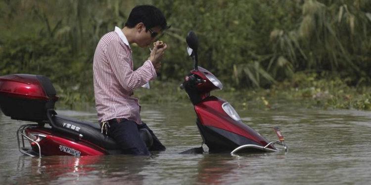 Cómo salvar nuestra moto si sufre una inundación
