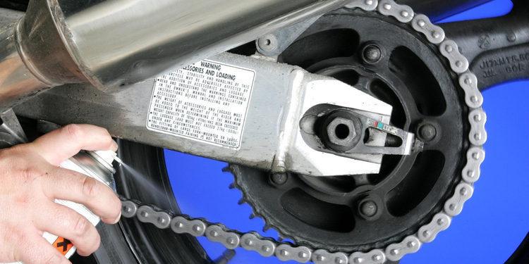 Consejos para limpiar la cadena de la moto