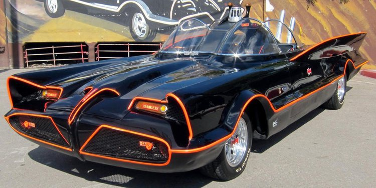El primer batimovil, fue un Lincoln Futura 1955
