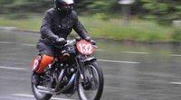 Evite riesgos al conducir su motocicleta bajo la lluvia