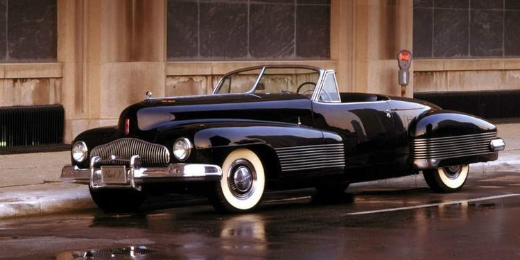 El actor Jay Leno prueba el Buick Y-Job, el primer concept car