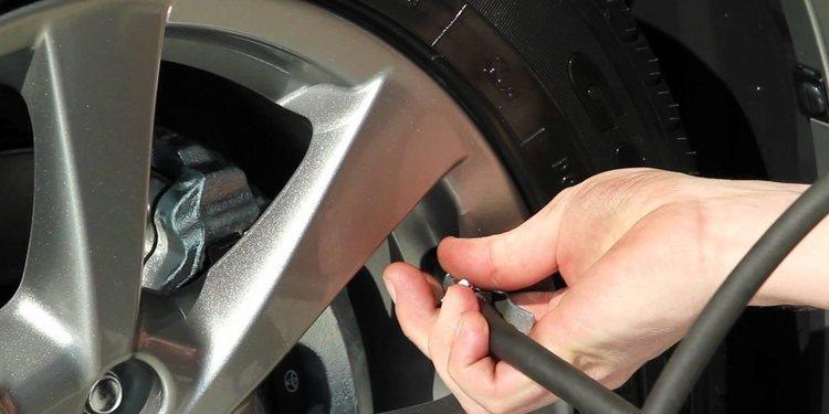 Cómo llevar la presión correcta de los neumáticos de nuestro coche