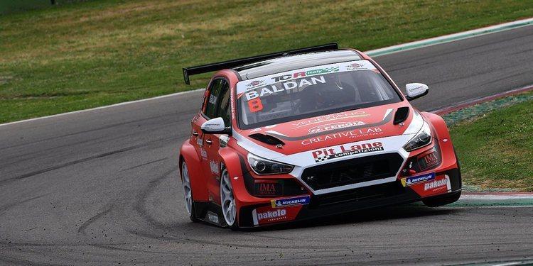 Pit Lane Competizioni mete a cuatro coches en las TCR Europa