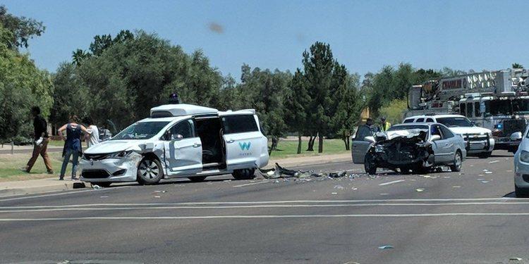 Vehículo autónomo de Waymo protagoniza accidente