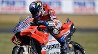 Dovizioso celebra su renovación siendo el más rápido en los libres