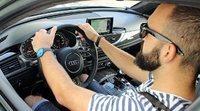 Formas incorrectas de agarrar el volante de tu coche