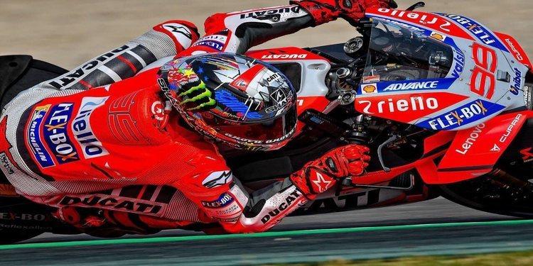 Jorge Lorenzo golpea con la pole en Montmeló