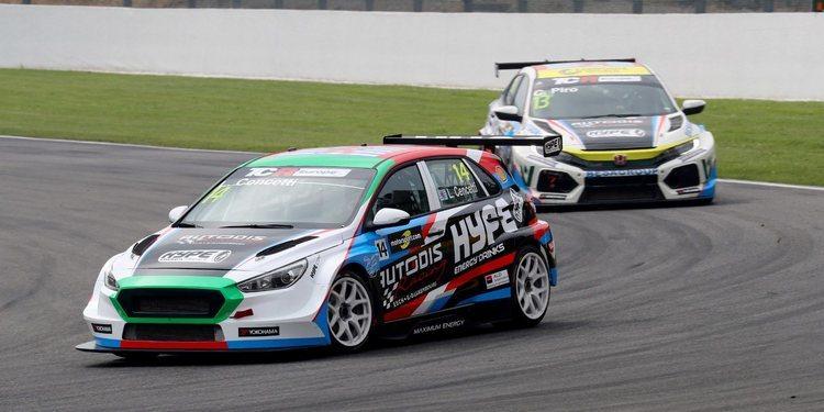 Cambio de cromos entre los pilotos de Autodis Racing