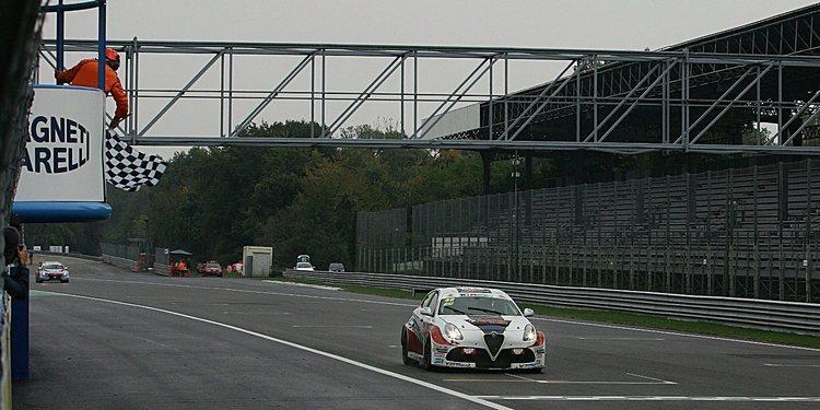 Luigi Ferrara gana en Monza y se deciden dos campeones más