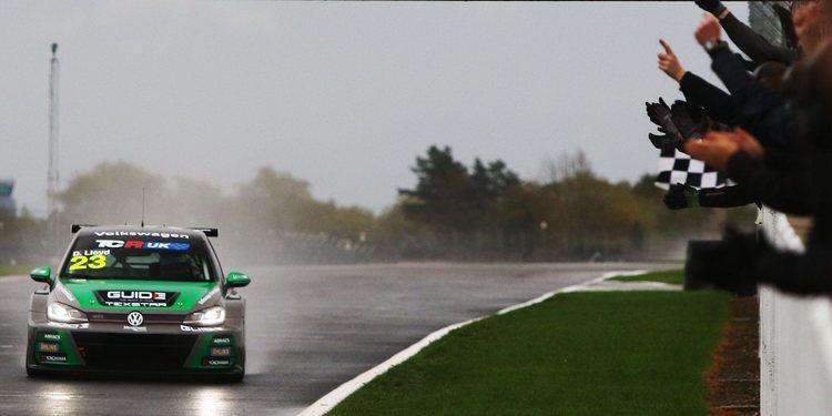 Daniel Lloyd, primer campeón de las TCR Reino Unido