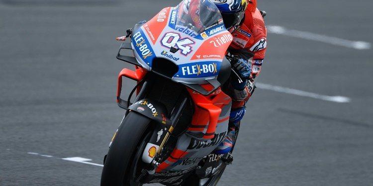 Andrea Dovizioso buscará desde la pole evitar el alirón de Márquez