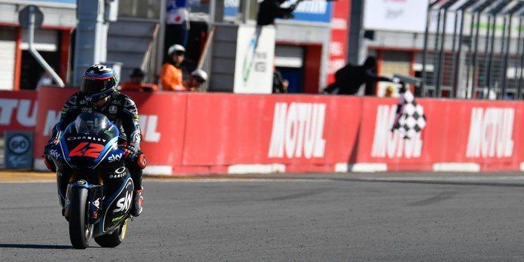 Bagnaia gana por descalificación de Quartararo en Motegi