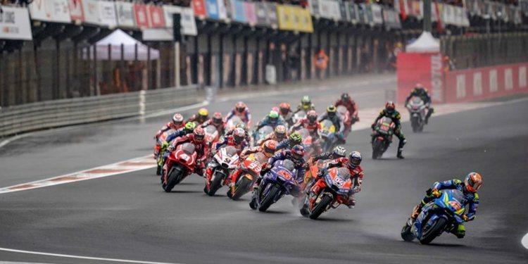 Valencia MotoGP 2018: festival en mojado