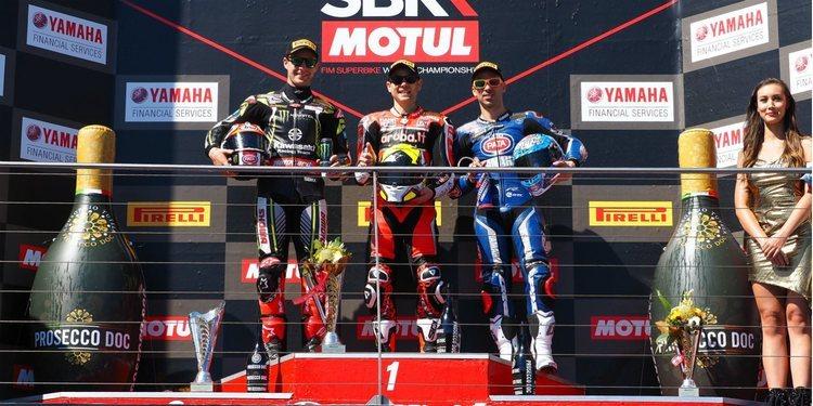 Álvaro Bautista debuta marcando el ritmo en la primera carrera de Superbikes