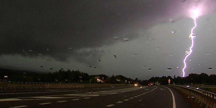 Conducción segura bajo tormenta