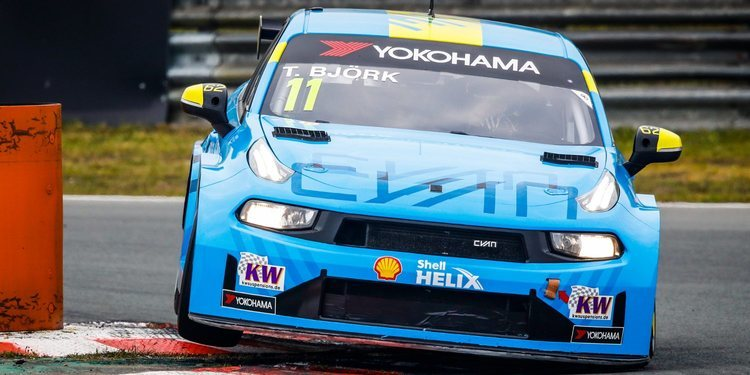 Doblete de Cyan Racing con Thed Björk ganando la Carrera 1