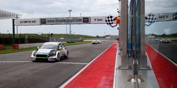 Marco Pellegrini gana una carrera de locura en Misano
