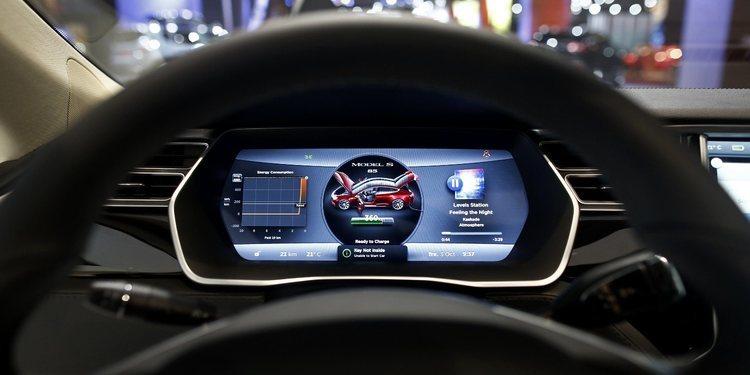 Tesla le añade al software de sus autos un sistema de autodiagnóstico