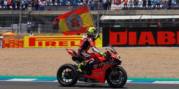Álvaro Bautista vuelve a la victoria en Jerez