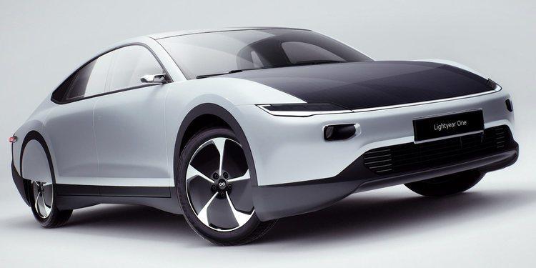 Este es el Lightyear One, un auto alimentado por energía solar