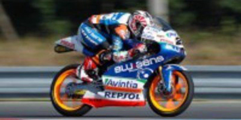 Maverick Viñales cierra el viernes tomando el mando en Brno