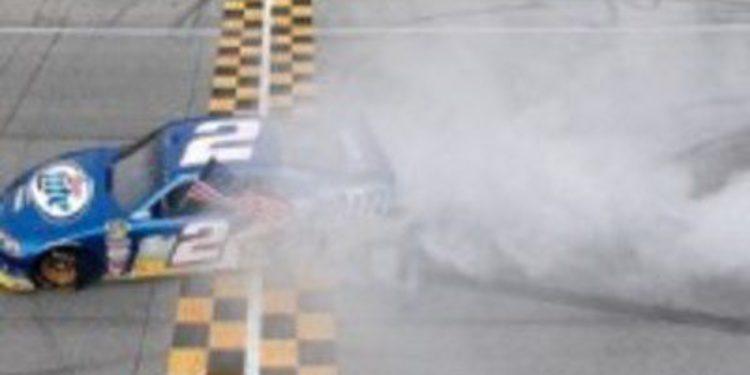 """Brad Keselowski comienza el """"Chase"""" con victoria y liderato"""