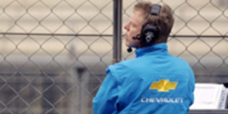 Eric Neve deja Chevrolet camino de HWA Mercedes