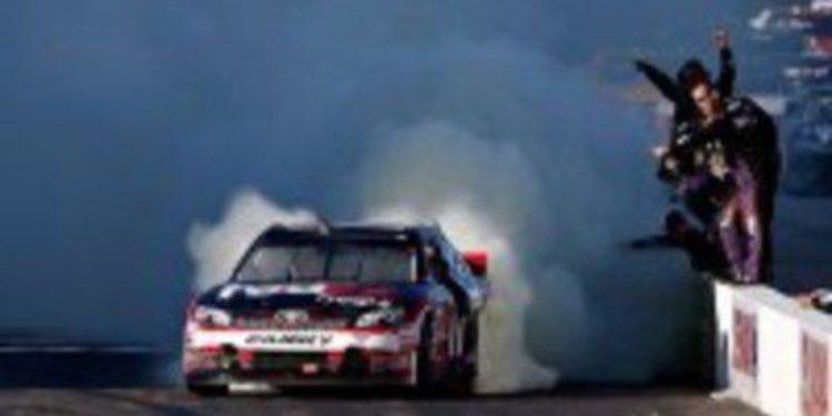 Denny Hamlin vuelve por sus fueros ganando la Sylvania 300