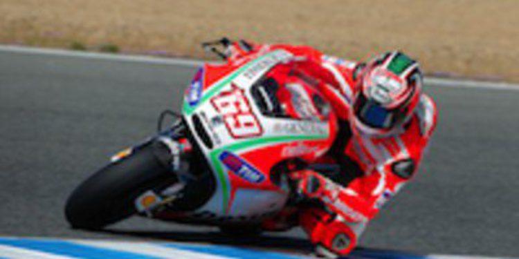 Nicky Hayden es el más rápido en unos insulsos FP1 de MotoGP