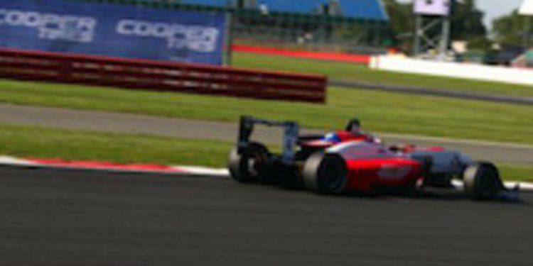 Felix Serralles asalta el liderato del Británico tras ganar la segunda manga en Silverstone