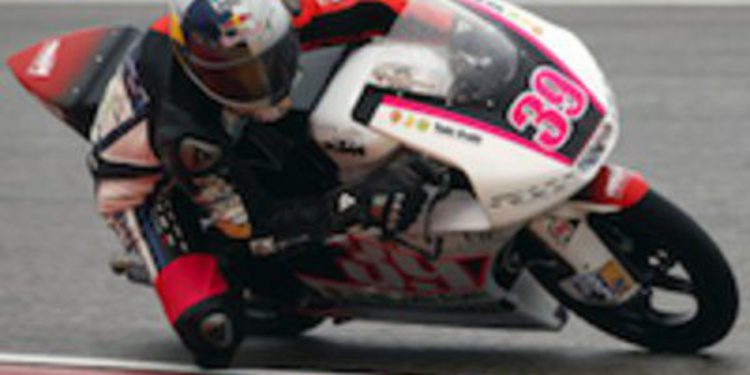 Luis Salom gana una emocionante carrera de Moto3 en Aragón