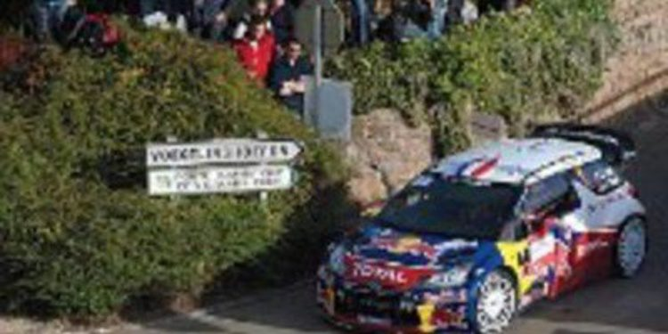 Sebastien Loeb sale de la etapa 2 rozando su novena corona del WRC