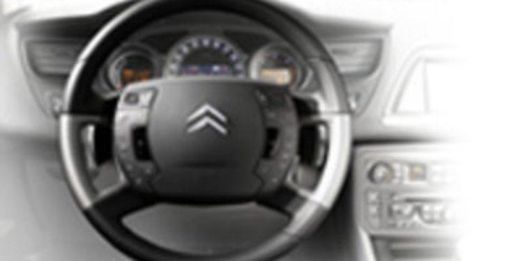 ¿Cómo debemos usar el volante?