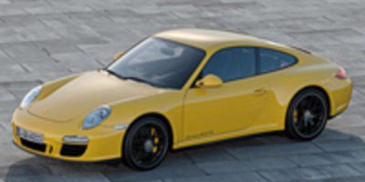 Las cámaras de seguridad de una gasolinera captan el robo de un Porsche mientras repostaba