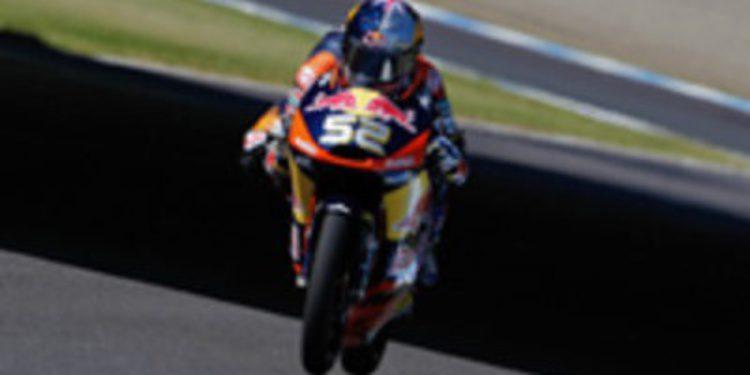 Danny Kent se estrena en Moto3 entre caídas de grandes torres en Japón