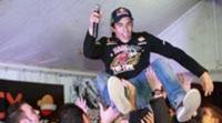 Álex y Marc Márquez reciben el calor de Cervera