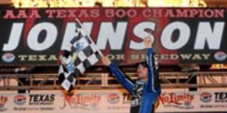 Jimmie Johnson supera a Keselowski en Texas