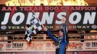 Jimmie Johnson supera a Keselowski en Texas