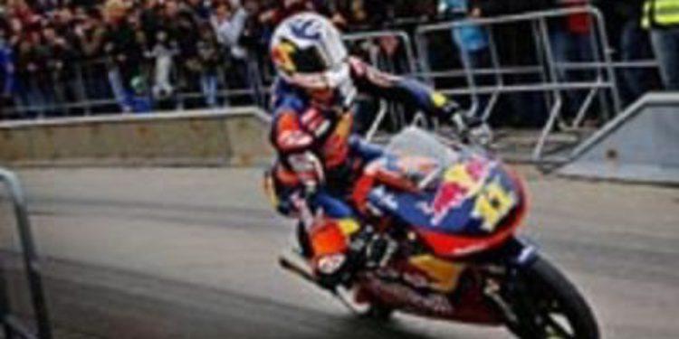 Sandro Cortese celebra su título de Moto3 ante 7000 personas