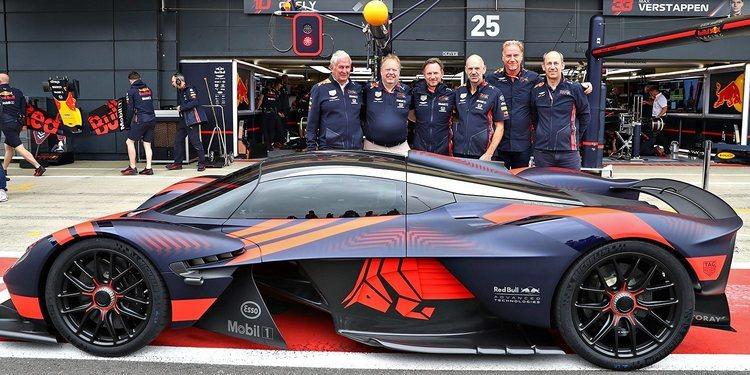 El Aston Martin Valkyrie se bautiza en Silverstone