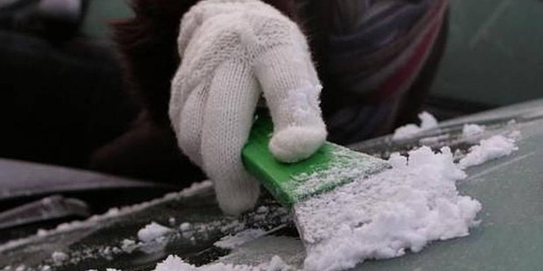 Cómo eliminar el hielo del parabrisas