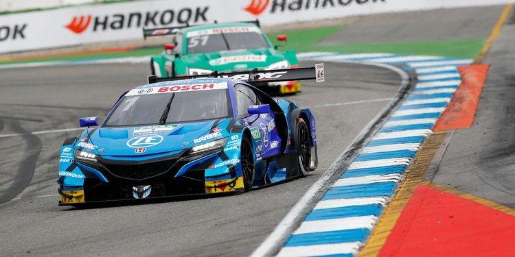 Jenson Button sorprendido por la velocidad de los coches del DTM