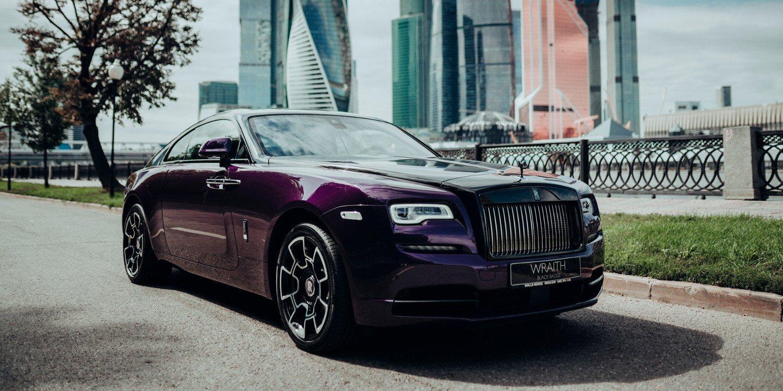 Rolls-Royce mostró la colección Wraith Black & Bright