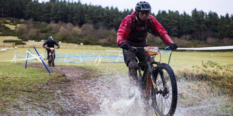 Sugerencias para conducir bicicletas bajo la lluvia