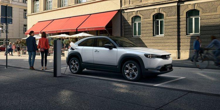 Mazda presentó el MX-30 eléctrico