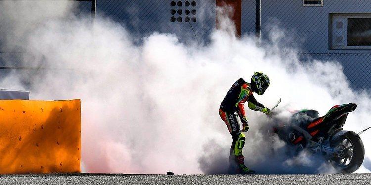 La Aprilia de Andrea Iannone en llamas en la segunda jornada de test en Cheste